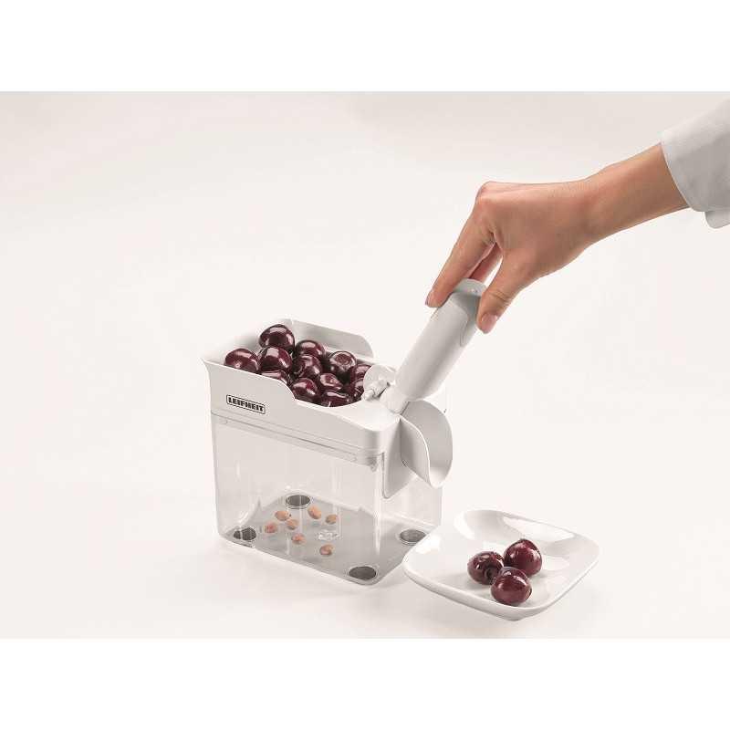 Vyšnių-kauliukų-išėmėjas-sodo-įrankiai